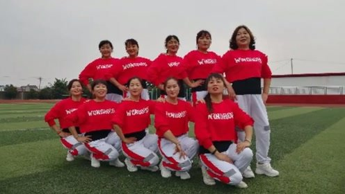 天天乐广场舞《野花香》10人变队形表演