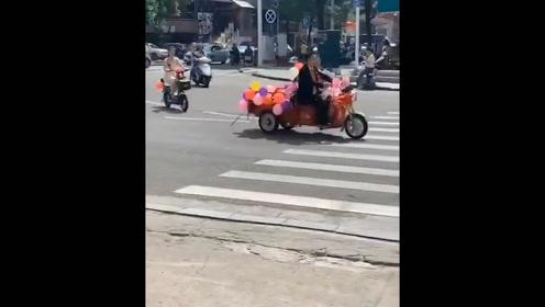 肇庆街头现三轮车+电动车婚礼车队,环保又浪漫!