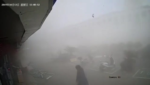 直击无锡小吃店燃气爆炸现场 殃及马路对面商铺 多人送医救治