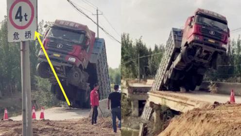 """桥头有""""承载4吨""""警示标识!实拍:重型半挂车驶上小桥后桥塌了"""