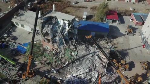 仍有4人被困!航拍吉林白城坍塌事故救援现场,大型机械投入搜救