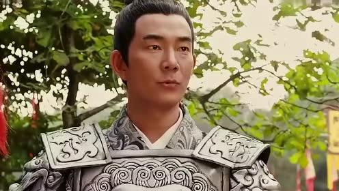 穆桂英与杨宗保比武,结果被长矛袭击露出秀发!瞬间呆住了