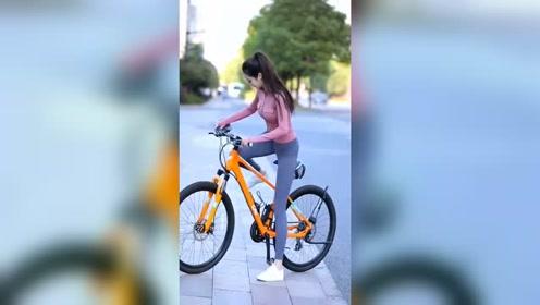 骑单车的小姐姐,气质源于自信!