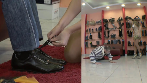 国外美女售货员恶作剧,进店必摔跤,网友:有美女系鞋带,值了!