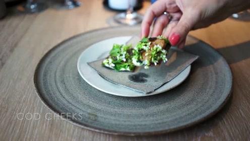 丹麦首都哥本哈根的高档餐厅,难怪贵,我一个菜都不认识