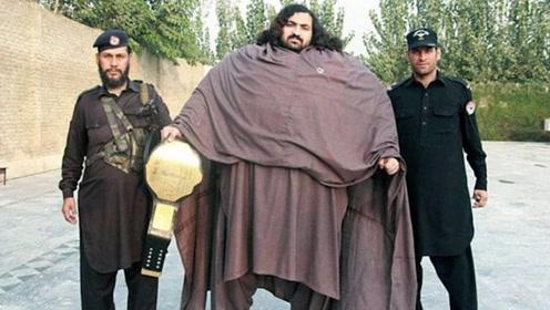 世界上最壮的男人,一天可以吃掉4只鸡7斤肉,现实版的野兽