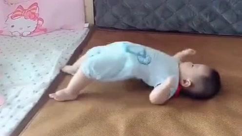 好厉害的宝宝,这技能一般人做不到,萌翻了!