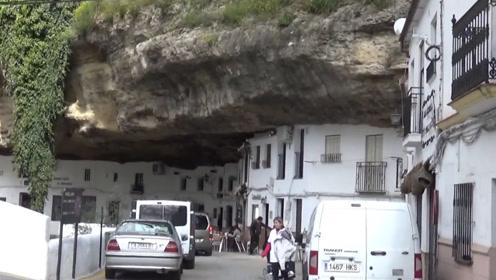 一个被巨石压了600年的村庄,当地人从不担心塌方,巨石硬如钢铁