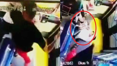 锁脖 挥拳 猛踹!监拍:厦门男子车费问题殴打女司机殴打超半分钟