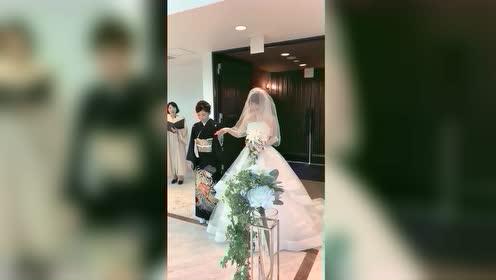 据说日本的婚礼比彩礼还贵,这,没点钱真穿不起这种婚纱