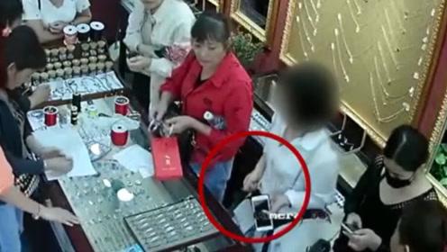 女子连偷7家店,只为报复母亲不肯帮自己买房 网友:你是不是傻