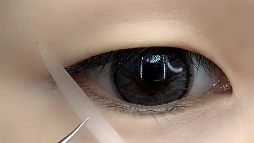 单眼皮肿眼泡这样贴双眼皮就对了,撑起来超自然的