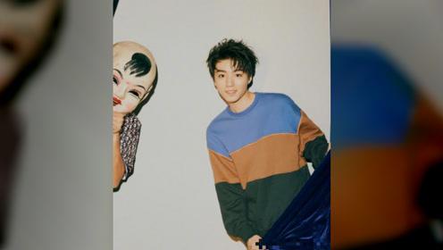 王俊凯杂志封面吹泡泡,骑儿童车童趣十足,表现力有进步了