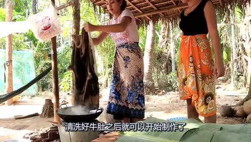 """越南人吃""""大牛肚"""",一大块直接炖成汤,吃的津津有味"""