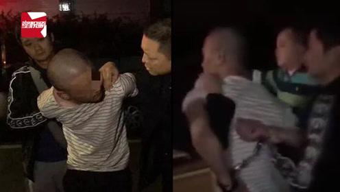 出租车驾驶员遭遇持刀抢劫,劫匪:没钱?那你扫我二维码
