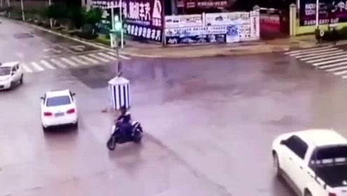 小伙闯红灯回家,瞬间被撞的支离破碎,一地碎渣太吓人!