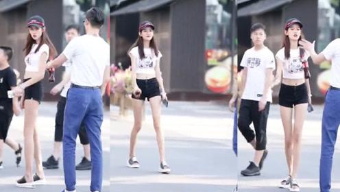 经典黑白配,时尚大方,彰显小姐姐简单迷人的清纯气质!