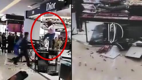 通报:邯郸一女子砸毁商场迪奥专柜,家属称其有精神病史,已送医
