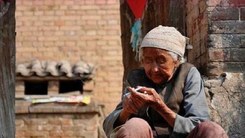 90岁老太太几十年来,拒绝上户口,死前才讲出自己真实身份