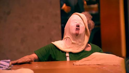 国外美女把披萨整个扔路人脸上,路人不仅不生气,还笑嘻嘻的!