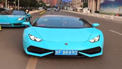 京城大佬出门了,开着蓝色的跑车真霸气,整条街都显得那么亮眼!