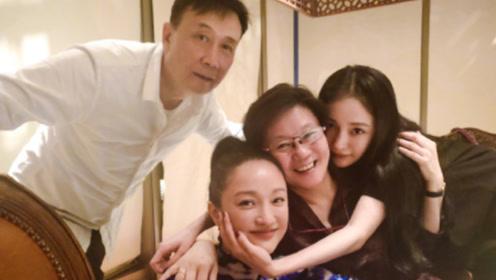杨幂为周迅庆生甜喊姐姐,两人同框互动举止亲密,尽显姐妹情深