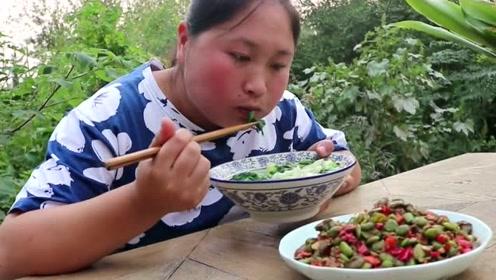 """自制""""老酱""""炒小菜太下饭,胖妹一锅米饭不够吃,再来一碗面疙瘩垫垫肚子"""