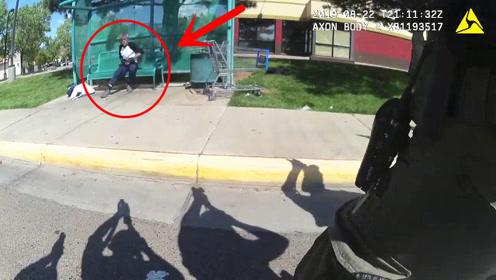 面对一整排美国警察,男子还要拿一把假枪反抗,他是怎么想的?