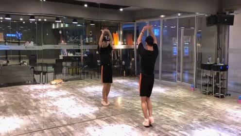 看白小白老师带来的原创编舞《天涯》,舞姿优雅,简单易学!