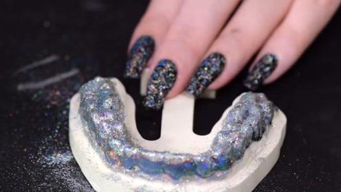 外国美女自制镭射牙套,这是要走赛博朋克风吗?效果酷炫