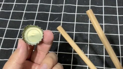太有才了,把啤酒瓶盖粘在筷子上,放在厨房真不错