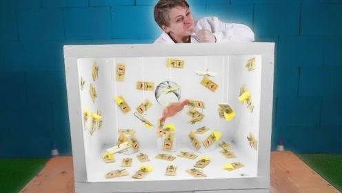 战斗民族小伙玩游戏,将捕鼠夹放满未知箱子,挑战把手放进去!