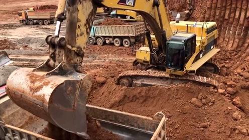 工地实拍:大型挖掘机挖土装车,网友:给我一个板凳我能看一天