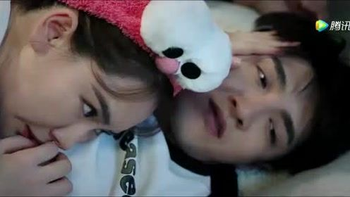 林星然躺在江夏的身上,江夏很开心说有妈妈真好