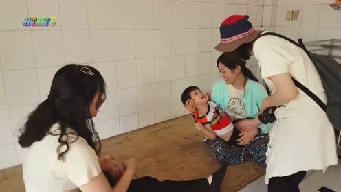 孤儿院孩子没人疼,智障孩子更是没人管,被志愿者抱抱这么开心