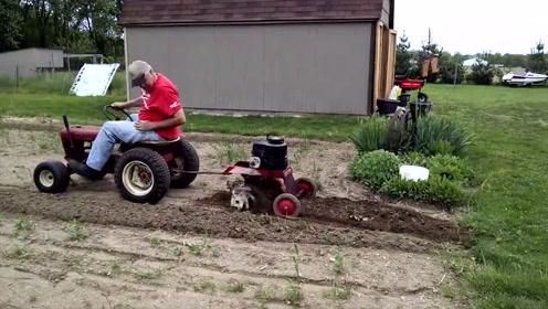 小型迷你犁地拖拉机,这台7500,适合农村小块地使用