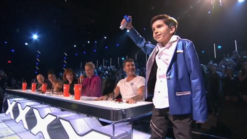 """达人秀:10岁小男孩表演""""瞬间移动"""",台下所有人都沸腾了!"""