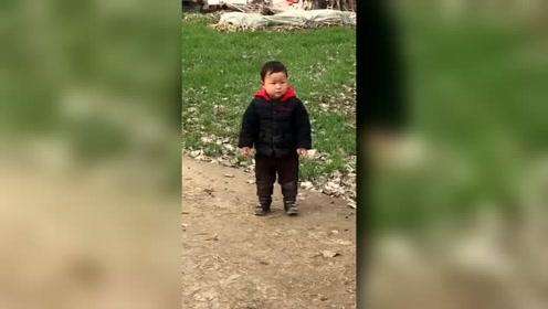 把儿子送到乡下第五天,奶奶发来一段视频,真想过去抽他