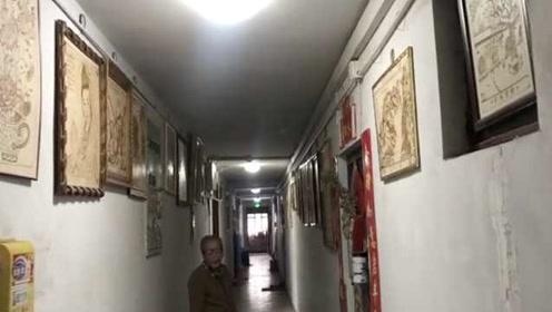 """8旬老人捡废品烙画20载,自家楼道开""""画廊"""""""