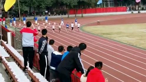 学校运动会短跑,跑的也太快了吧,跟明星跑将有的比