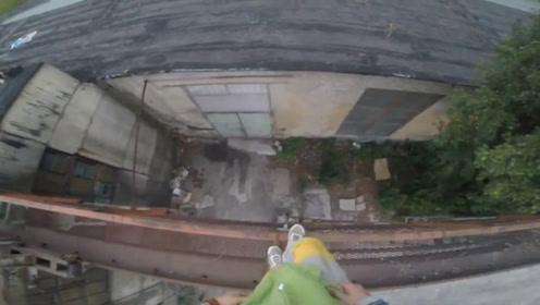 小伙作死在楼顶跑酷,本以为是个高手,结果意外还是发生了!