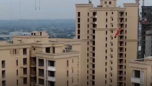 消防员12分34秒爬上110米吊塔!