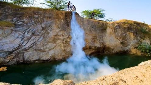 印度小哥用液氮制作瀑布,以此来给地球降温,真会玩