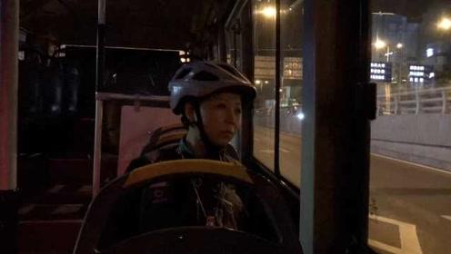 女子做深夜代驾2年:上班豪车下班公交,把末班车当成专车