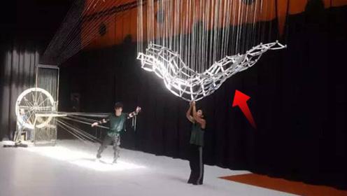从毛毛虫身上得到灵感,创造了这会动的雕塑,看了让人惊叹