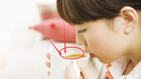 女子在喝奶茶时,突然吐出一块紫色石头,网友:主角光环?