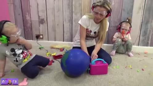 妈妈吹出地球气球!太大了!宝宝躲远远!