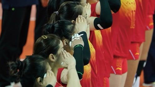 中国两大天团有爱互动:互敬军礼 喊话应援