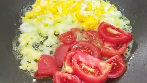 这才是西红柿炒鸡蛋正确做法,色泽鲜艳诱人,看着就很有食欲