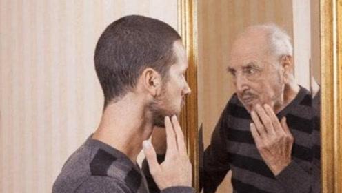 自己的相貌为什么在镜子里和相机里不同?哪一个更真实?